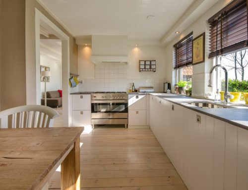 Wie reinigt man einen Küchentisch aus Holz?